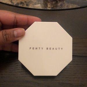 Fenty Beauty Trophy Wife highlighter